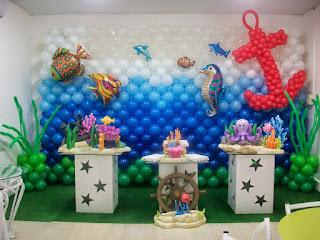 foto de uma decoração de festa infantil tema fundo do mar