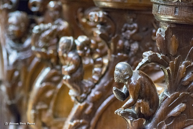 Figuras Coro Renacentista Catedral de Santa Maria en Saint Bertrand de Comminges, por El Guisante Verde Project