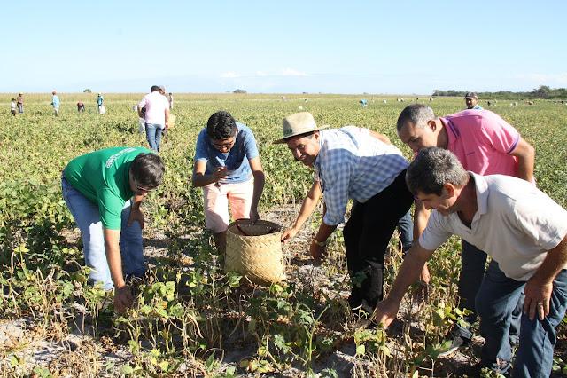 Prefeito Bode participa da Safrinha Solidária juntamente com vereadores e proprietários da Fazenda Unha de Gato