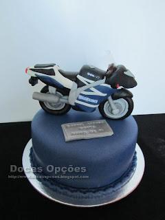 Bolo de aniversário com uma Suzuki