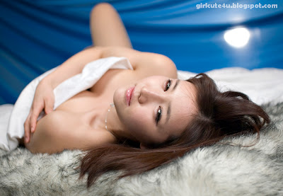 Han-Ga-Eun-Fur-Rug-03-very cute asian girl-girlcute4u.blogspot.com
