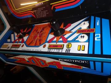 Jugando con 2 mandos a la vez #Commodore Plus