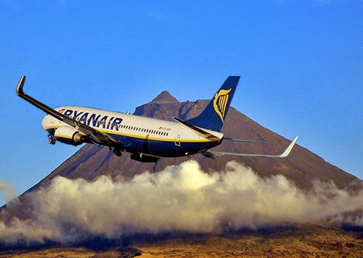 Undercover Mail on Sunday reporter gets inside hold of Ryanair jet