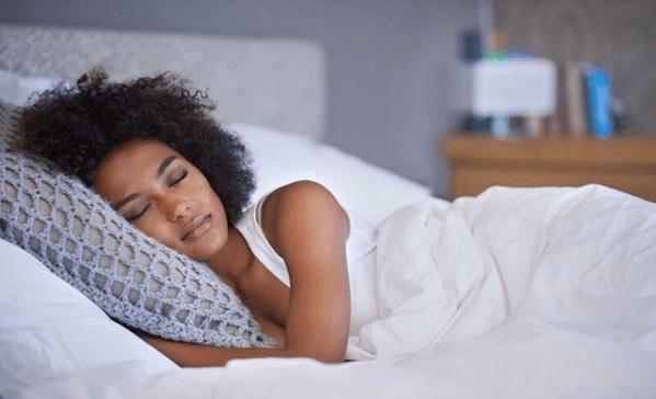 5 alimentos sorprendentes para dormir mejor (y 4 para evitar)