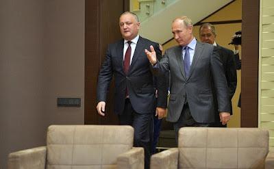 Vladimir Putin and Igor Dodon before their meeting in Sochi