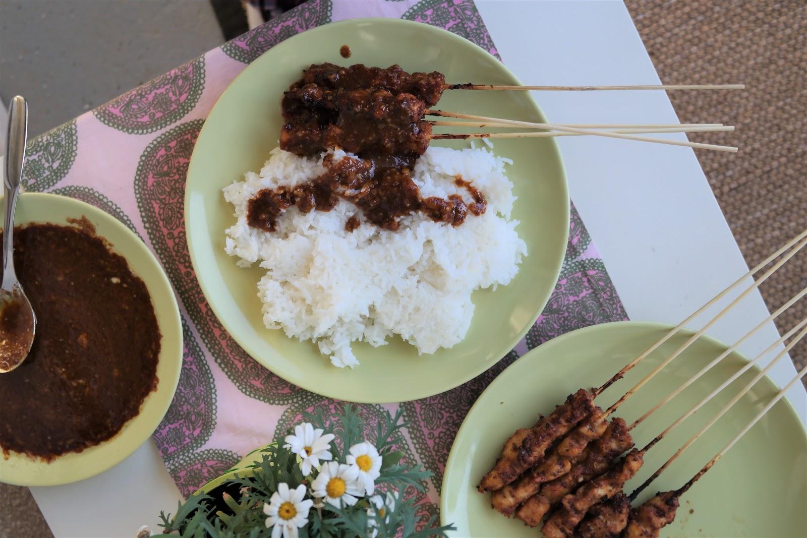 Indonesialaiset kana satay -vartaat