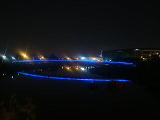 Pont de district 7 à Ho Chi Minh-Ville à la tombée du jour