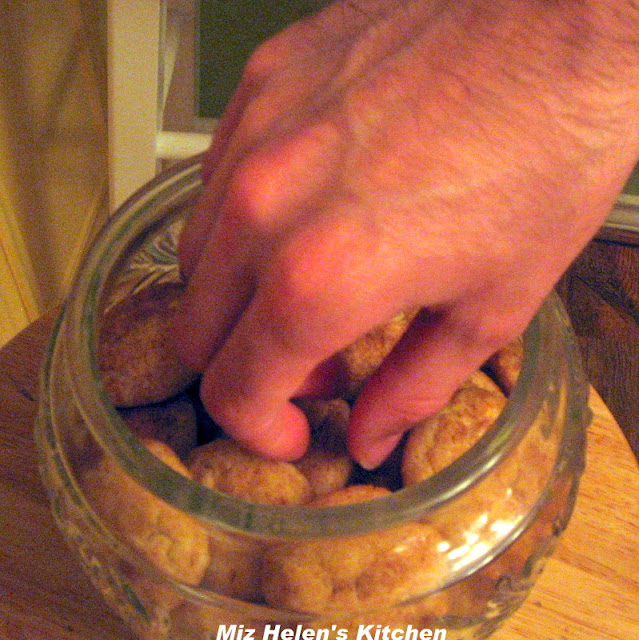 Whats In The Cookie Jar: Nana's Snickerdoodles at Miz Helen's Country Cottage