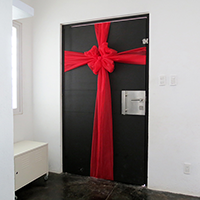 http://www.ohohdeco.com/2013/12/diy-christmas-door.html