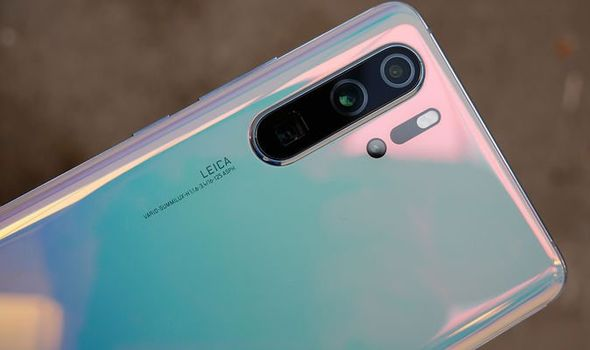The New Phone HUAWEI P30 PRO features its charm in low-light images