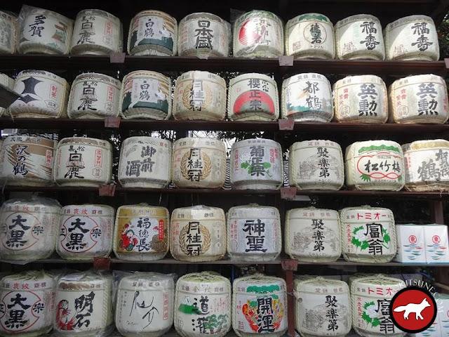 Tonneaux de saké au templs umenomiya à Kyoto