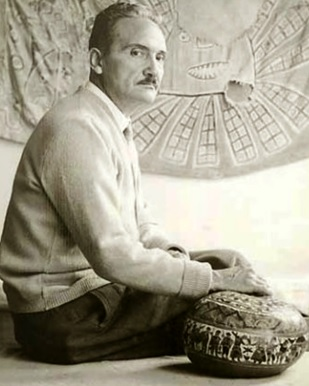 Foto de José María Arguedas posando sentado