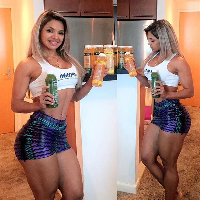 "Aline Barreto ""AtletaMHP"" Instagram photos"