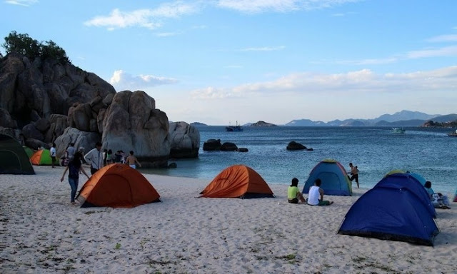 Three Campsites to Welcome Summer Sunlight