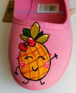 -Zapatilla-rosa-infantiles-pintadas-a-mano-con-piñas-estilo-kawaii-crea2-con-pasión