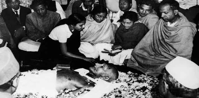 गांधी जी के हत्यारे नाथूराम गोडसे को 15 नवंबर, 1949 को फांसी मिली थी