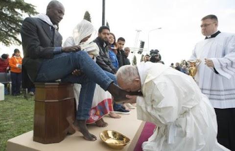 Ferenc pápa Bangladesben kért bocsánatot a rohingyáktól