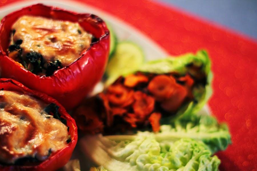 salat rote gefüllte paprika gesund vegan essen myberlinfashion