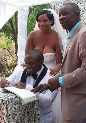 Photos: See How A Bride & Her Chief Bridesmaid Exposed Their B**bs For All To See