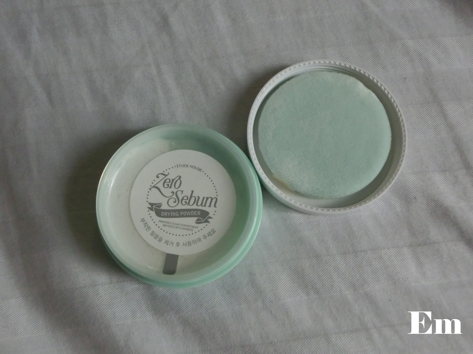 Em Photo Diary Etude House Zero Sebum Drying Powder Made Of Mineral To Dry Oily And Waxy Breakouts Below The Surface Efficiently