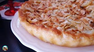 Pastel de hojaldre con papas y manzanas