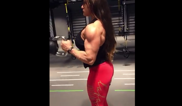 Clip Female Bodybuilder bigger leg muscles :