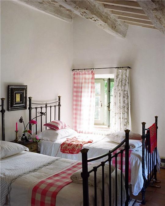 Italian Bedrooms: A World Of Inspiration: Italian Country