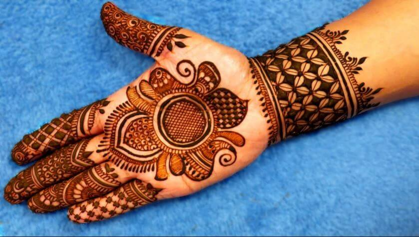 Mehndi Drawing Photos : How to apply henna mehndi on your hands