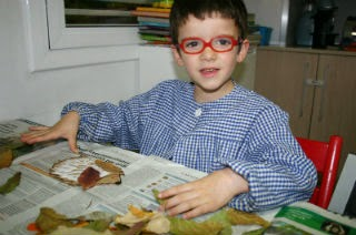 Manualitat infantil eriçó fet amb fulles