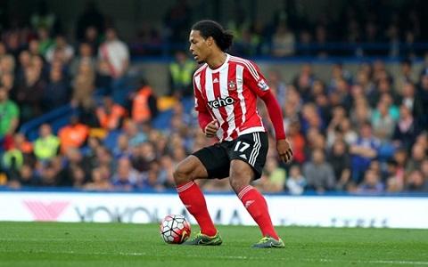 Hậu vệ người Hà Lan đang là cầu thủ đáng xem nhất của Southampton