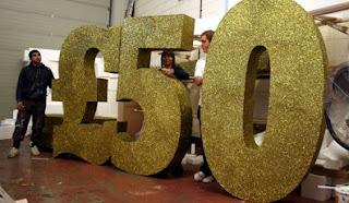 letras e números gigantes