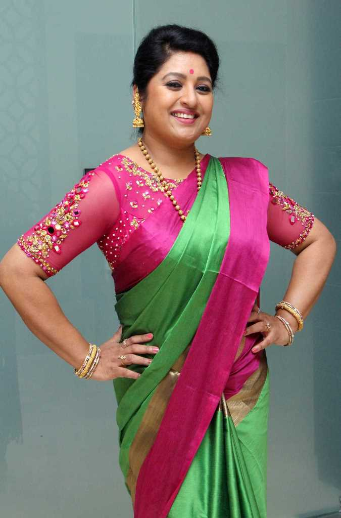 Tollywood Actress Sana Stills In Green Saree