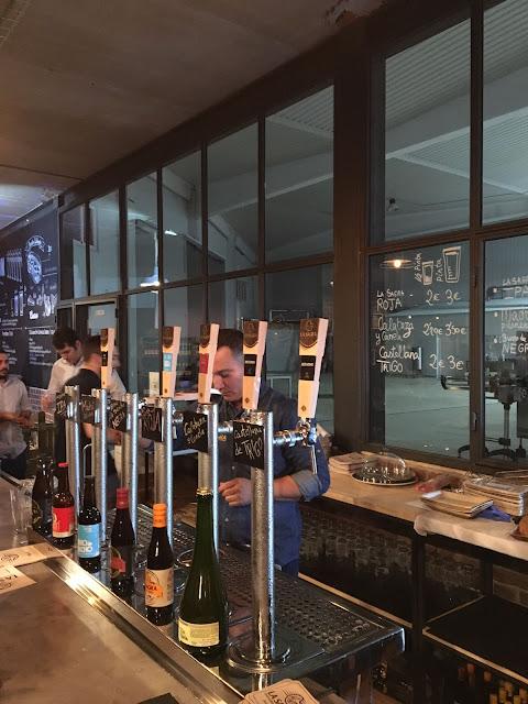 Grifos expendedores de cerveza artesanal en el Tap Room de Cerveza la Sagra