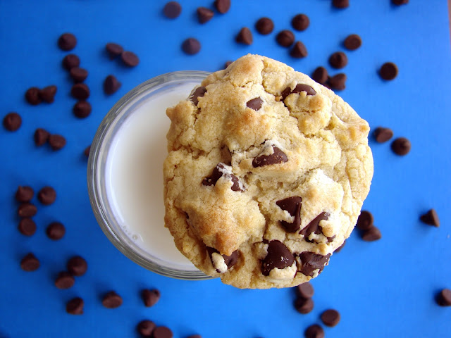 Award-Winning Chocolate Chip Cookies #recipe *soft and chewy* from @katrinaskitchen