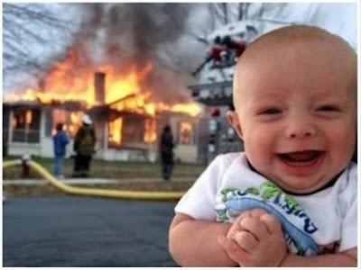 gambar lucu bayi dan api