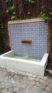 Fountain in patio with tiles design