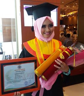 Alfinatul Mufidah, akhirnya selesaikan pendidikan sebagai sarjana S1