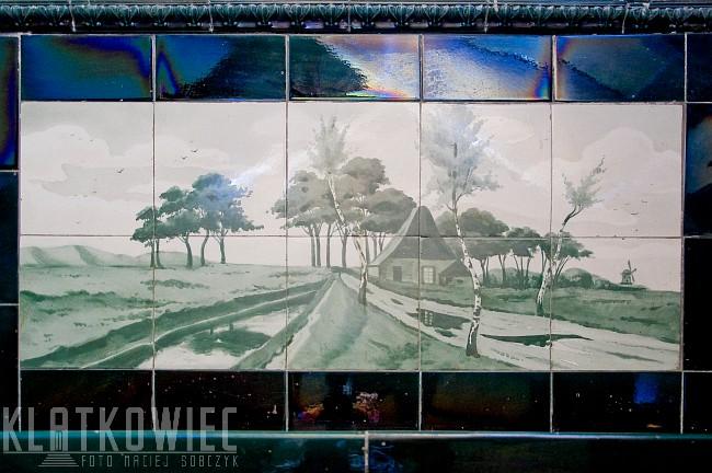 Legnica. Zabytkowe ręcznie malowane secesyjne kafle z wiatrakiem.