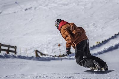 NOI FENT SNOWBOARD A LA NEU