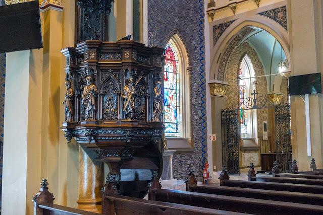 A Catedral de Curitiba - detalhes do interior - púlpito