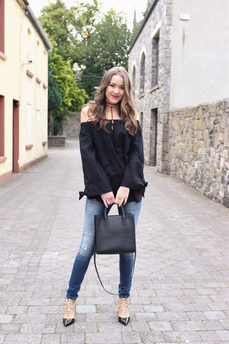 how to style choker, off the shoulder top and skinny jeans
