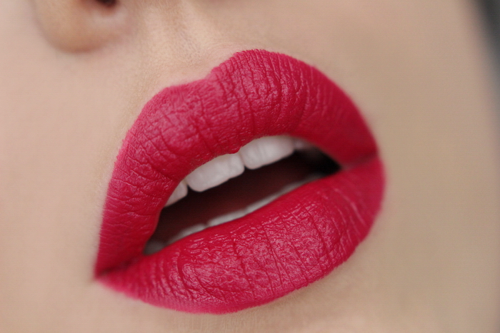 MANHATTAN Moisture Renew Lipstick Fun Fuchsia 800