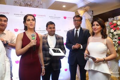 actress-rashi-khanna-launches-forevermark-diamonds-at-manepally-jewellers-photos-56fd740