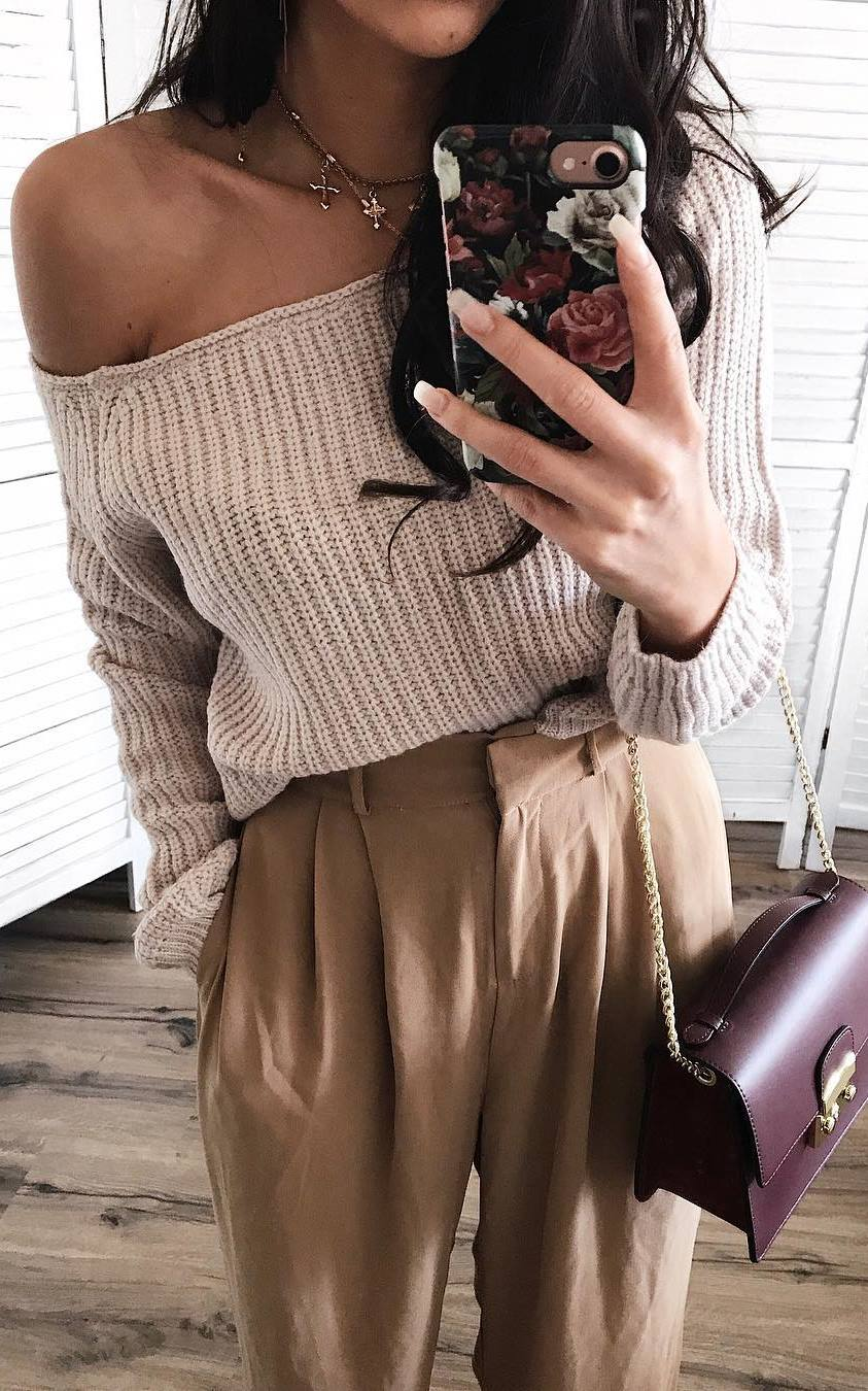 trendy winter outfit idea / knit sweater + bag + nude pants