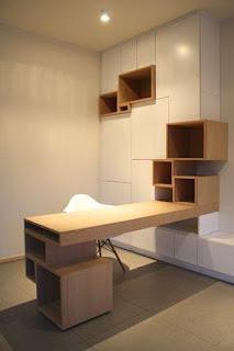 escritorio con biblioteca