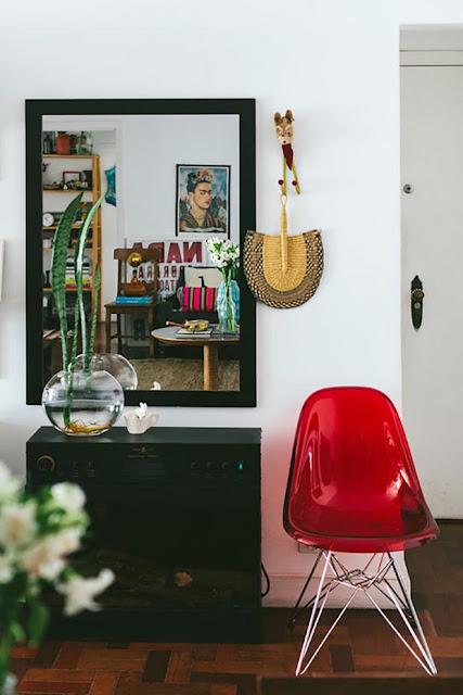 Décoration entrée chaise et petit meuble