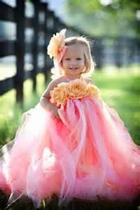 foto bayi memakai gaun