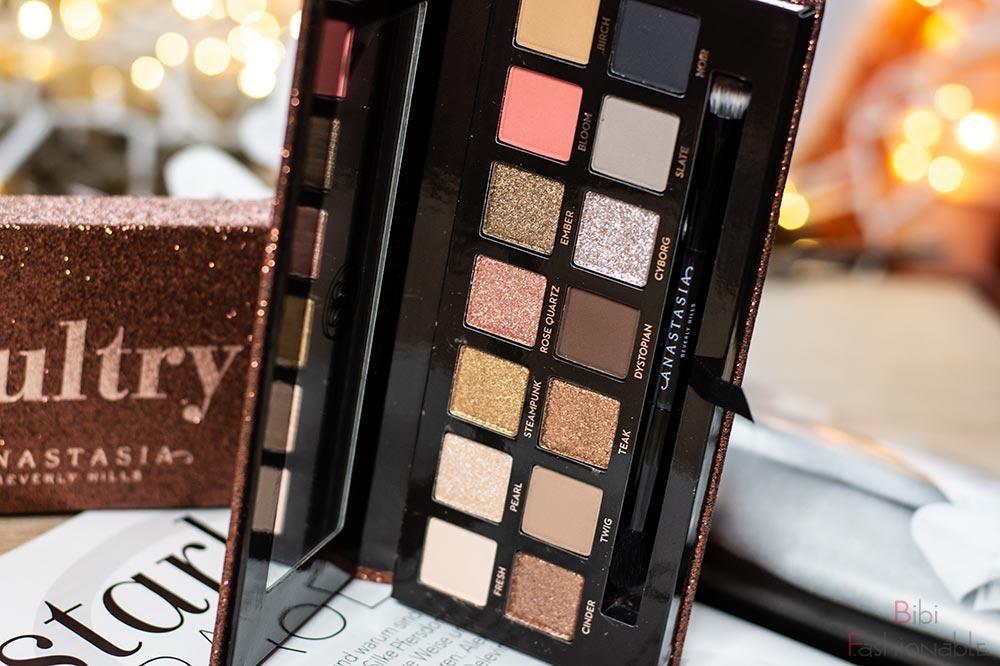 Anastasia Beverly Hills Sultry Eyeshadow Palette stehend offen