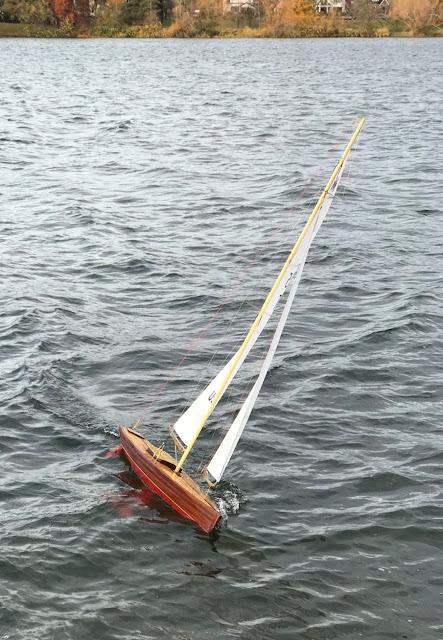 Vintage Marblehead Sun Wind HF radio control sailboat classic VM