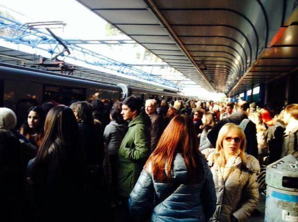 """""""Pochi treni. Corse mancanti. Evasione dei ticket"""" Benvenuti sulla Roma-Lido"""